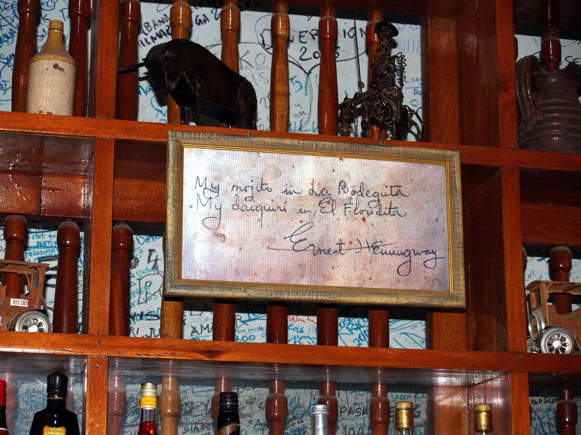 ラ・ボデギータに掲げられたヘミングウェイの言葉を記したプレート
