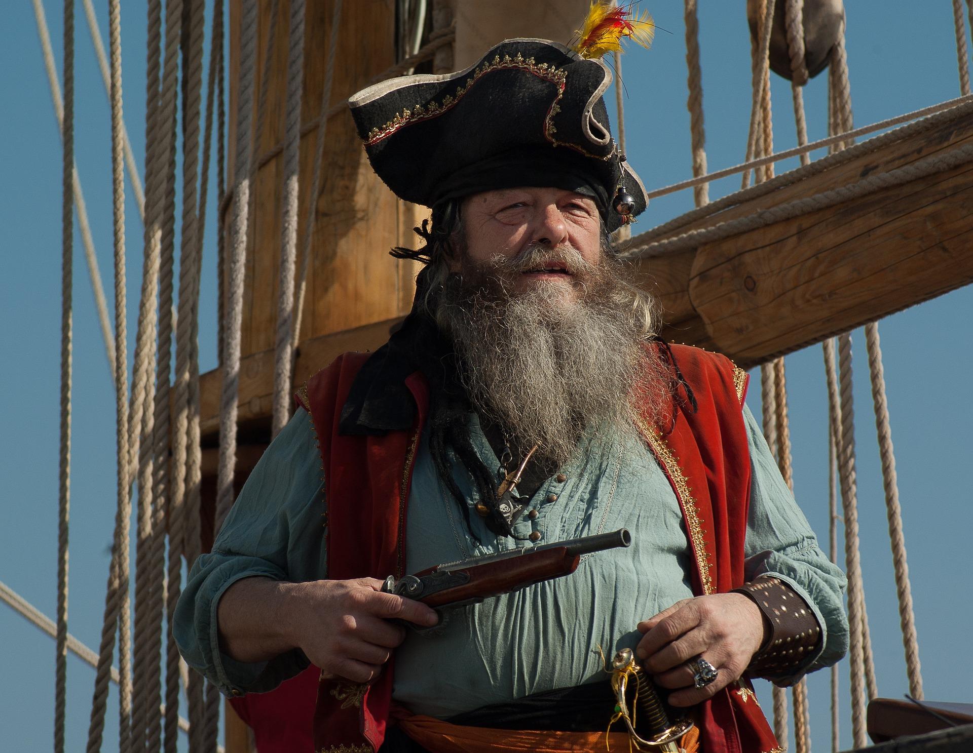 船上にいる髭面の海賊