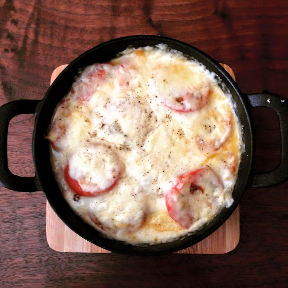 北杜市 ナイトマーケット トマトのチーズ焼き