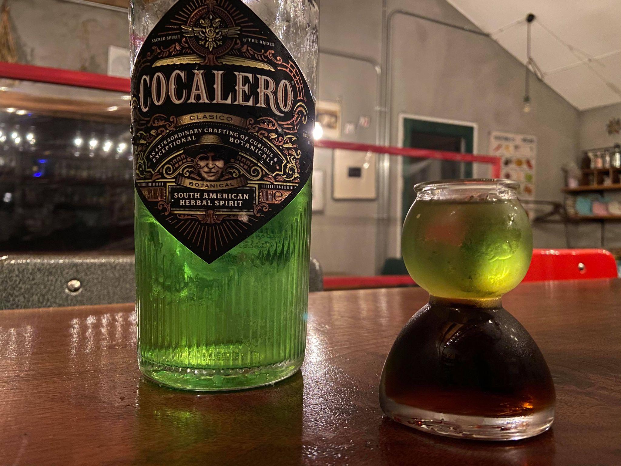 コカレロのボトルとコーラ版のコカボム