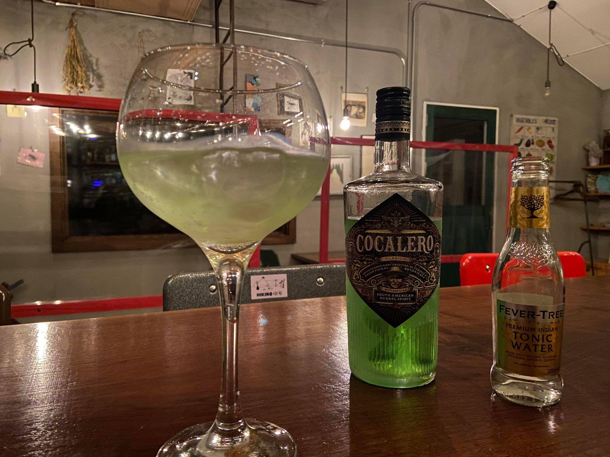 コカレロのボトルとバルーングラスで作ったコカトニック